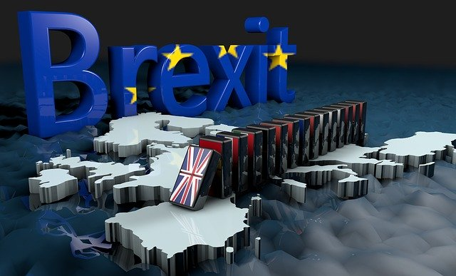 Unas fichas de domino representan la ruptura entre el Reino Unido y la Unión Europea.