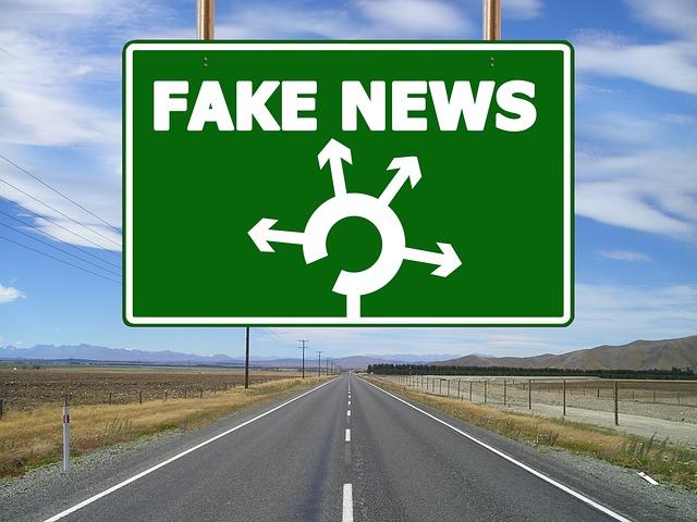 Un cartel te lleva a unas direcciones de informaciones falsas