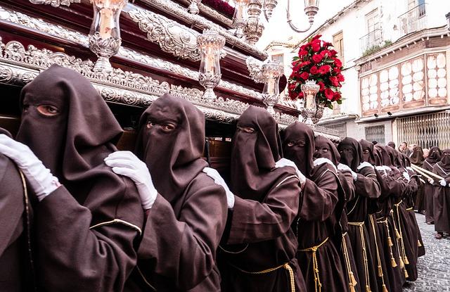 El coronavirus ha dejado a España sin misas ni procesiones