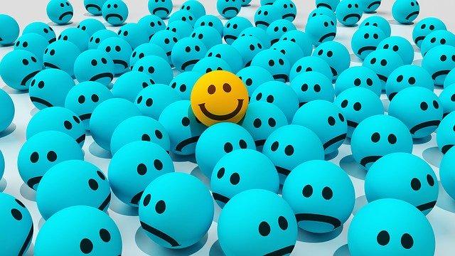 Un emoji amarillo se destaca sobre otros azules