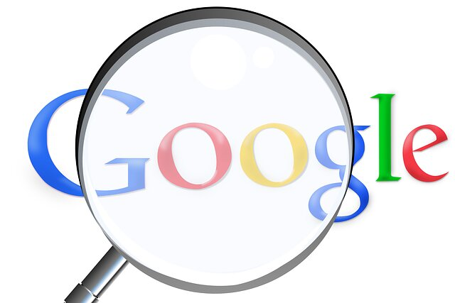 Una lupa sobre el buscador de Google