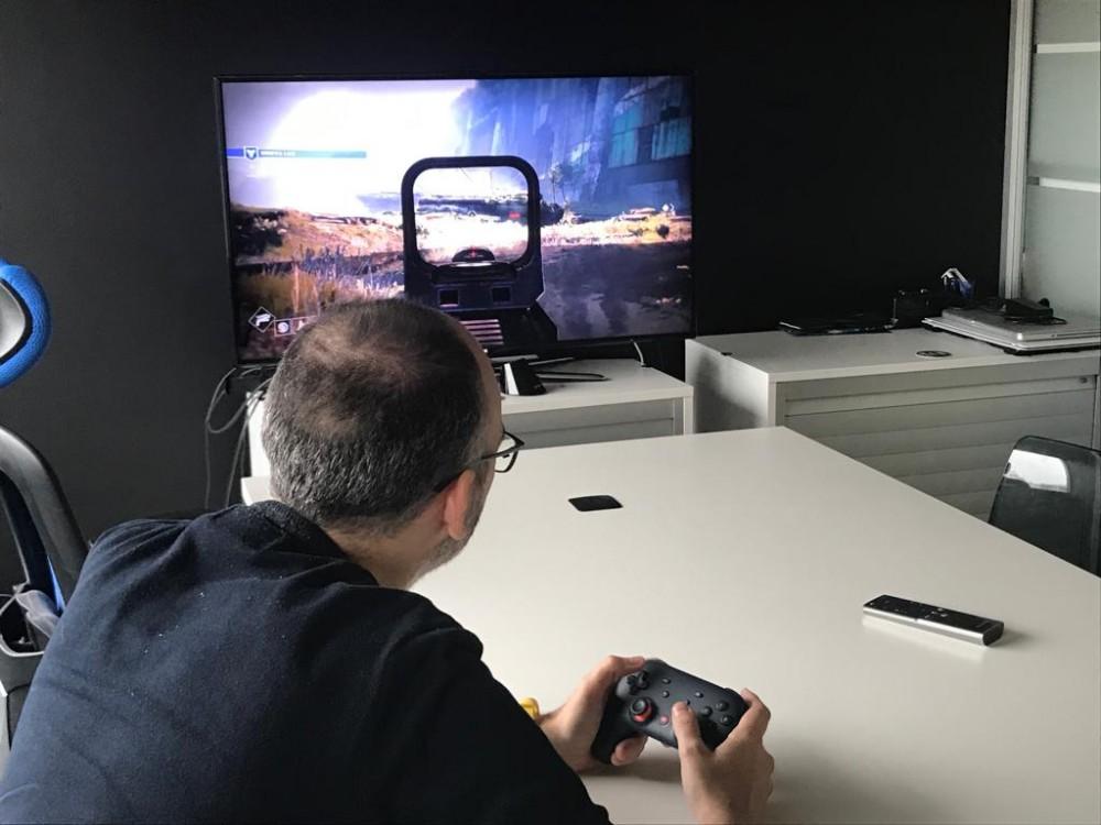 Probando Google Stadia en una televisión