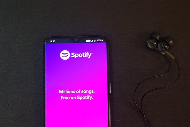 la aplicación Spotify abierta en un móvil